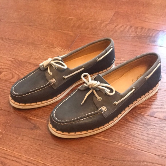 Sperry boat shoes. Women's Gold Cup line. Size 8